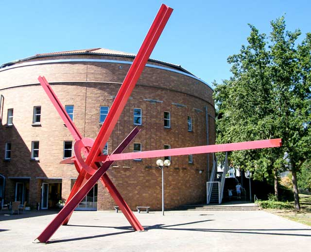 Skulptur: New Star von Mark di Suvero (3)