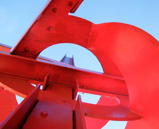 Skulptur: New Star von Mark di Suvero (5)