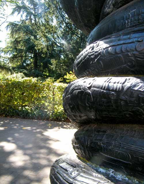 Skulptur: Wirbelsäule von Anthony Cragg (4)