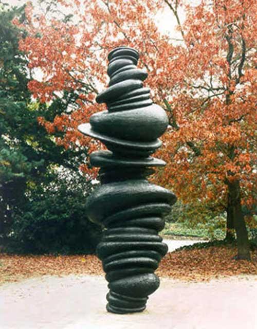 Skulptur Wirbelsäule von Anthony Cragg