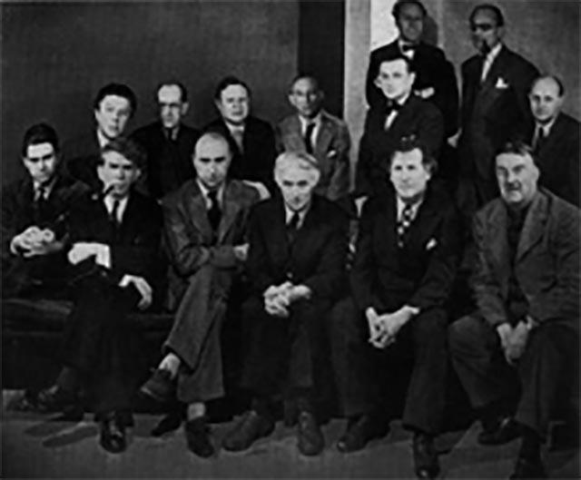 Gruppenfoto anläßlich einer Ausstellung in der Galerie Pierre Matisse, März 1942.